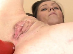 Lovesome nympho is gaping narrow snatch in close-up and havi