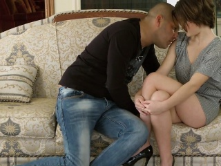 Pretty teenie gapes tight muff and gets deflorated