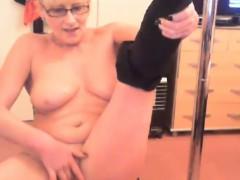 Perfect body blonde granny Sussie masturbates