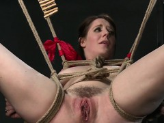 Hairy tied up sub vibed to squirting