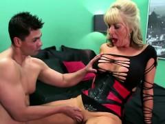 Hot mature slut wants a cock inside her anal