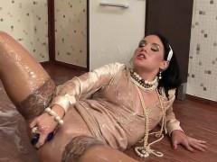 Kety Pearl gets oiled while masturbating