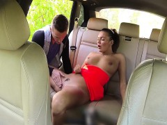 Dude banged trimmed pussy in taxi