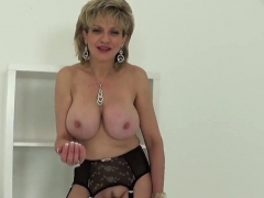 Unfaithful uk mature lady sonia reveals her big melons