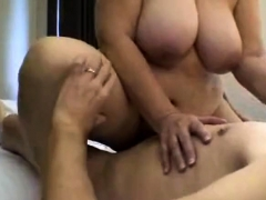 Plumper mature loves to fuck