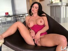 Striking minx Kendra Lust gets to big orgasm